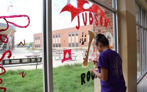 Art students show pride through window murals