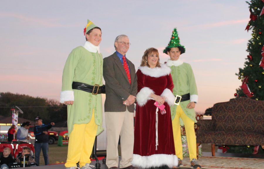 University City host Tree Lighting Ceremony