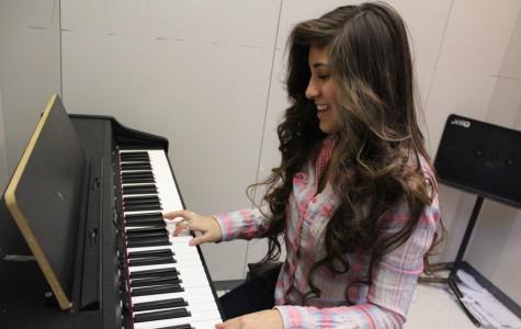 Senior Angelina Cintron pursuing music career