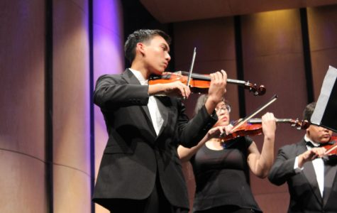 Orchestra fills the PAC with holiday spirit