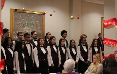 Cantate choir sings at The Gardens