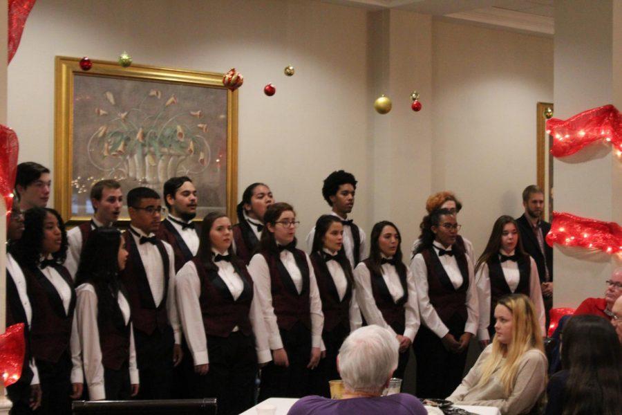Cantate choir sings at The Gardens