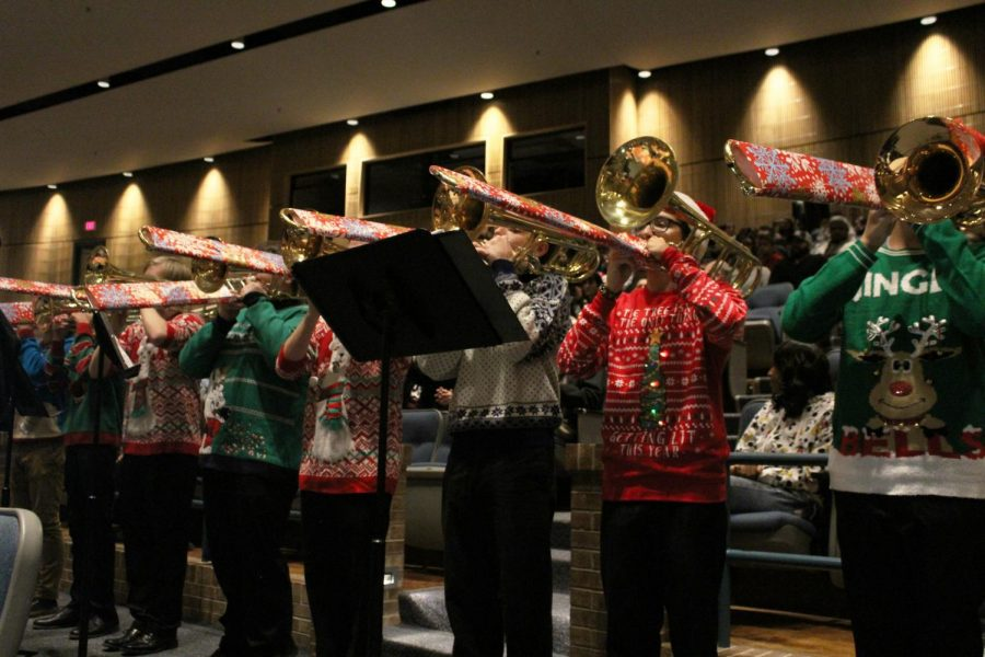 Band begins concert season with their annual holiday concert