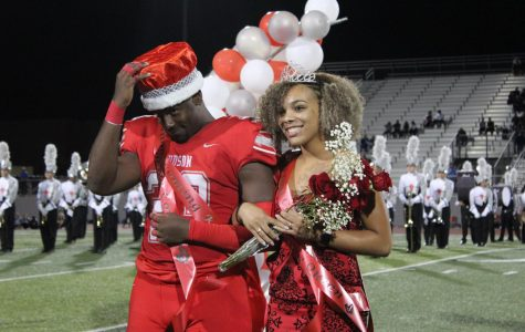Seniors Samari Crane and Zoe Lewis win Homecoming King and Queen