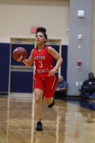 Through hardship and perseverance, senior Corina Carter commits to the Lobos