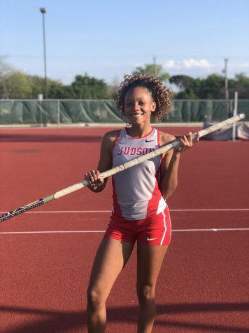 Senior Kira Johnson breaks school record in pole vault