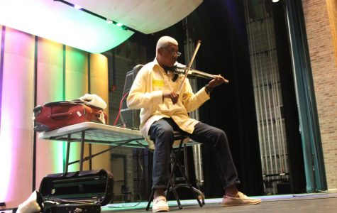 World-renowned musician Michael Ward speaks to fine arts students