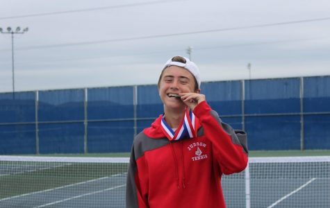 Junior Jaime Puch Nieto advances to regionals in tennis