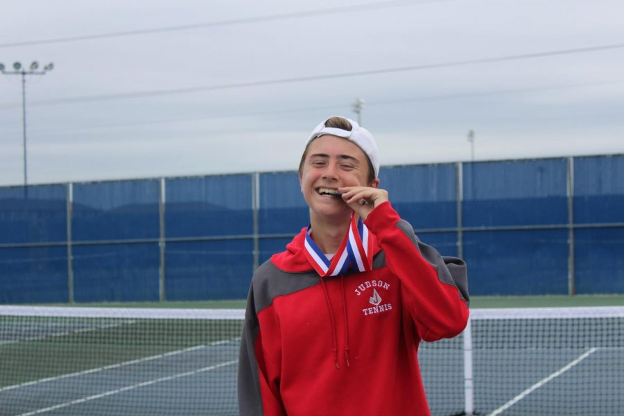 Junior Jaime Puch Nieto advances to regionals in tennis