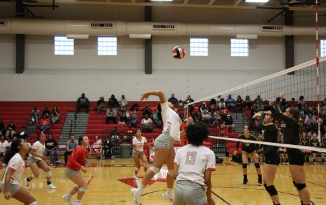 Volleyball falls to East Central