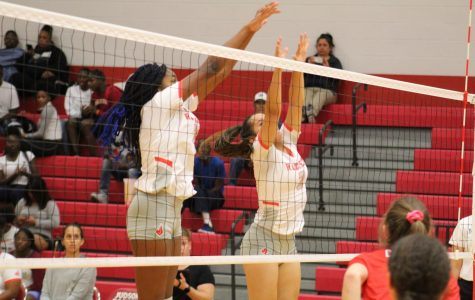 Volleyball falls to Canyon