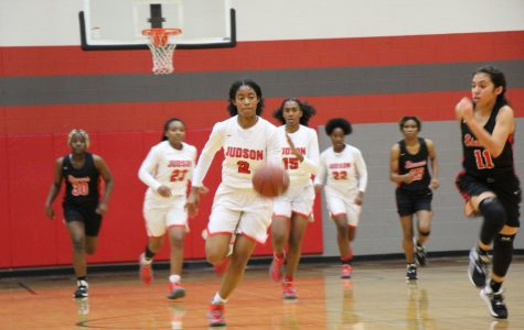 Girls basketball starts season with win against Laredo United South, but falls to Stevens