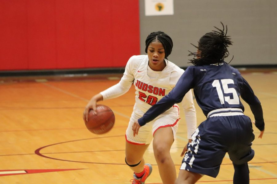 Junior Kierra Sanderlin plays offensive against Smithson Valley. The team ended up winning the game, 63-48, clinching the district championship.