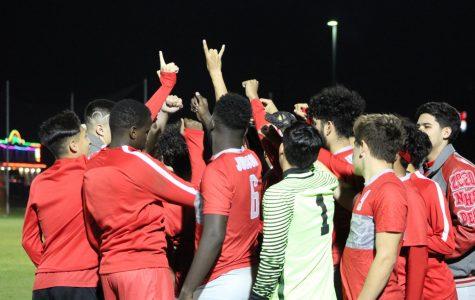 Boys soccer falls to Smithson Valley
